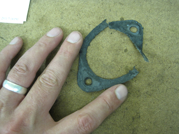 damaged carburetorgasket